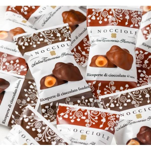 4 Nocciole ricoperte di cioccolato al latte e fondente 100 grammi
